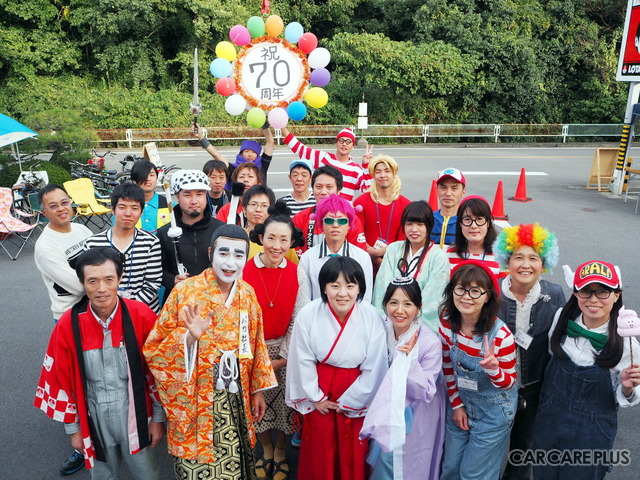 黒田モーター商会のスタッフたちが、コスプレ仮装でおもてなし!