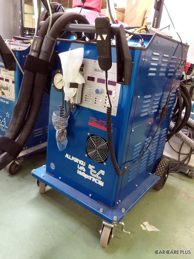 最新のスポット溶接機を導入。積極的な設備投資で、完ぺきな修理が目指される
