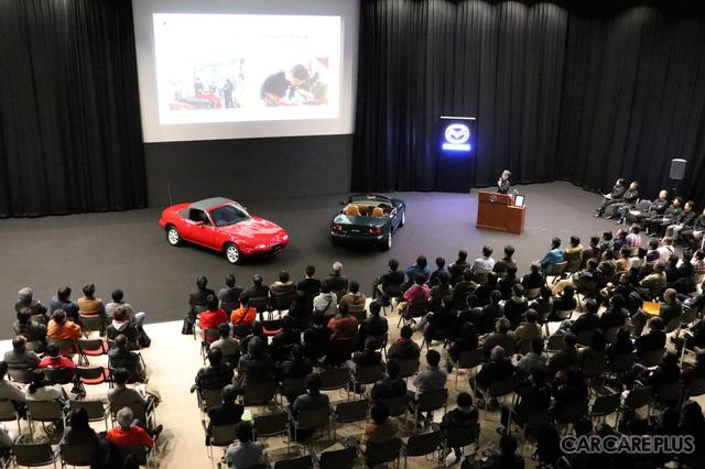 横浜で行われた説明会には600人以上のファンが集まった