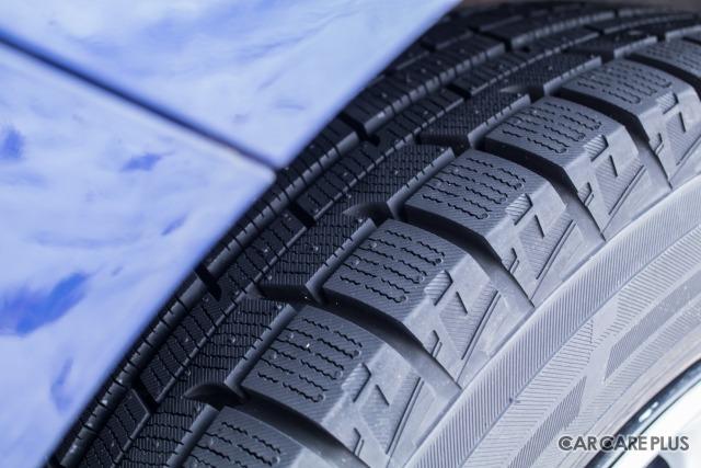 冬用タイヤの代名詞とも言えるスタッドレスタイヤ。