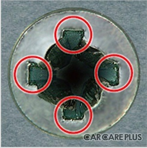 十字溝が潰れてしまっても端の部分(赤丸)が無傷で残っている軽症の場合がほとんど