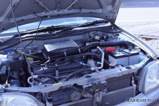 「補機ベルト」はエンジンの力を利用してエアコンや発電機などを駆動させるためのベルト