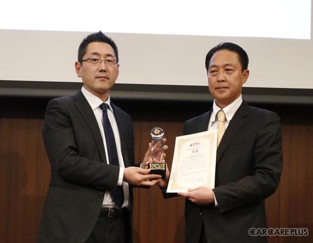「第1回 いいクルマアワード」大賞の表彰式に出席した、トヨタ自動車広報部メディアリレーション室商品・技術広報グループ長の西川秀之氏