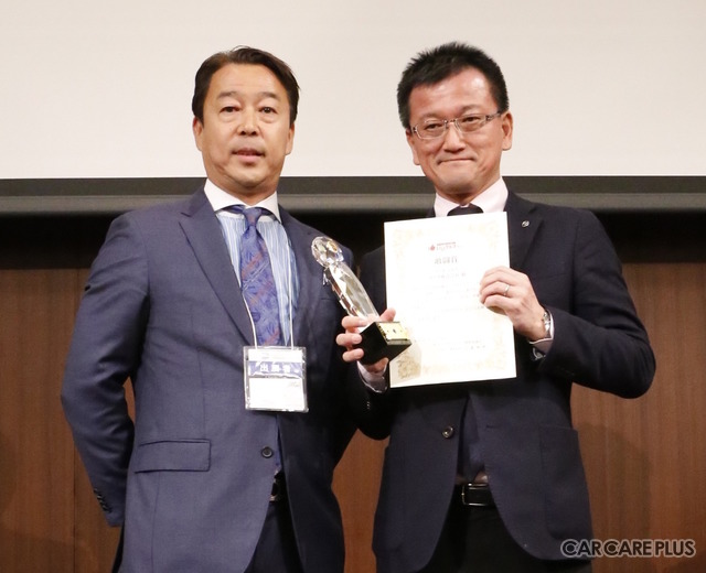 「第1回 いいクルマアワード」特別賞 表彰式に出席した、マツダ 広報本部国内広報部長春木健氏