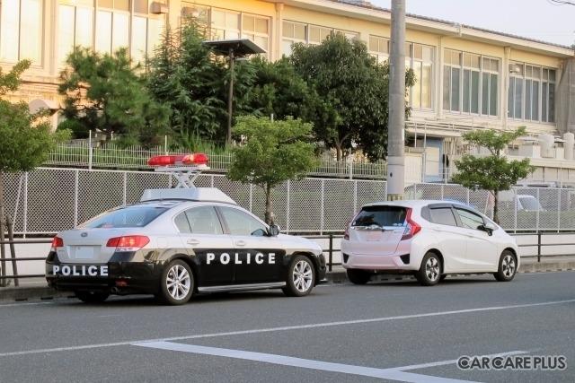 無車検車で走った場合は道路運送車両法第58条の違反です。