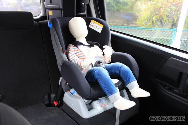 小さな子どもはチャイルドシートに「正しく」乗せることが大切