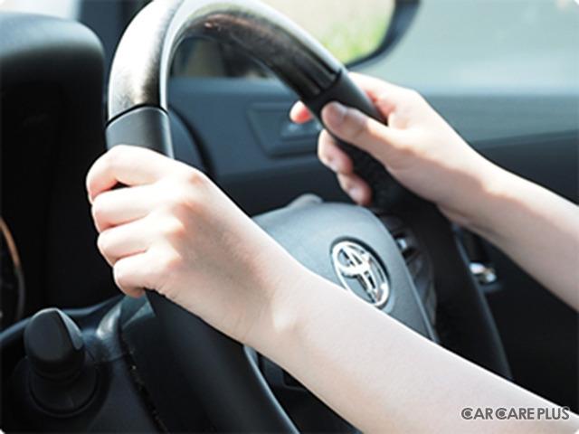 運転席の紫外線の強さをUVラベルで検証(イメージ)