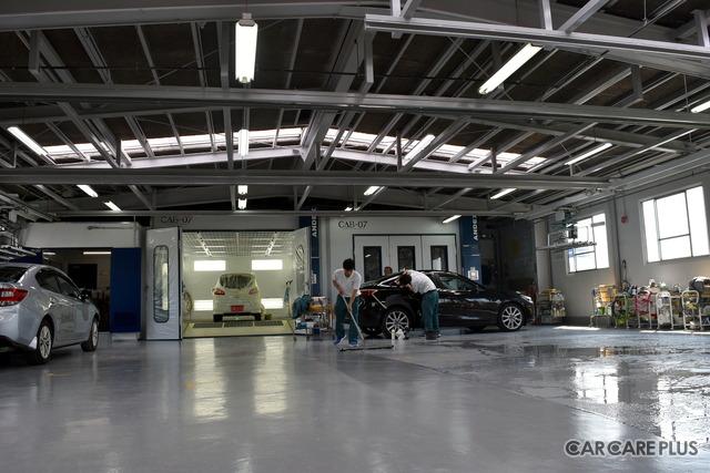 本社2階の塗装ブース。大型のヨーロッパ車に対応できるスペースの確保もプラチナの条件