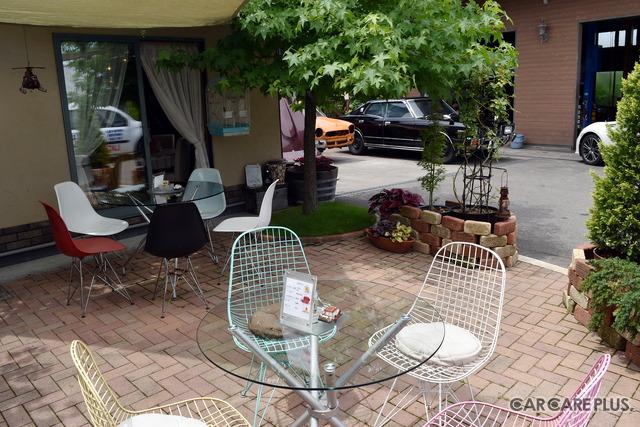 カフェテラスのような居心地の良い空間が広がる