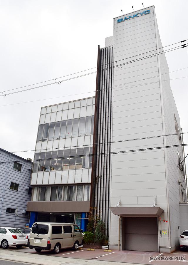2018年9月に、テュフの最高位「プラチナ」認証を取得した、三共自動車の本社・工場(大阪府大阪市浪速区木津川1-6-6)