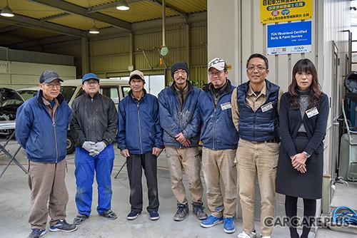 池田代表(右から2番目)とスタッフ。全員に修理作業に対する高い意識が共有・徹底されている