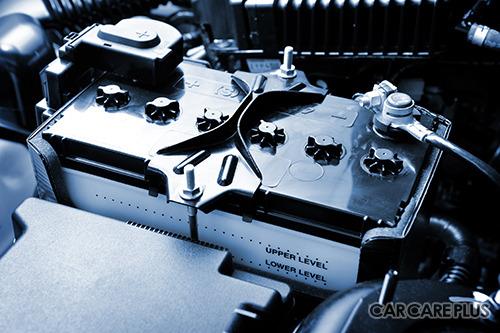 アイドリングストップ車では専用のバッテリーが必要