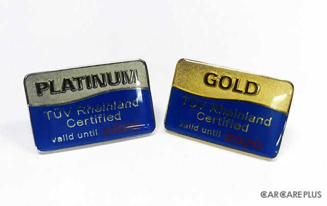100工場を超えた記念としてピンバッジの販売を開始。有効期限の年によって表記と色が変わる