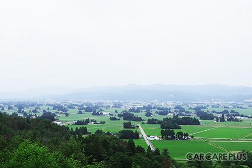 飯豊町の田園散居集落は、平成5年「第1回美しい日本のむら景観コンテスト」最高賞の農林水産大臣賞を受賞した景色だ