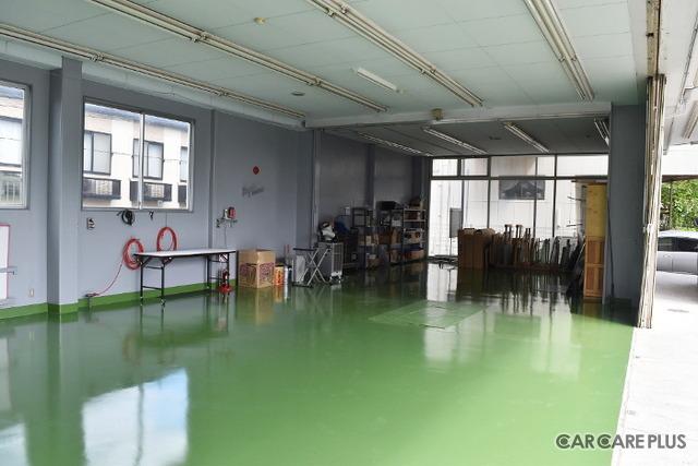 株式会社 光 くるまのガラス屋さん 仙台店には「エーミング」に必要な作業スペースを確保