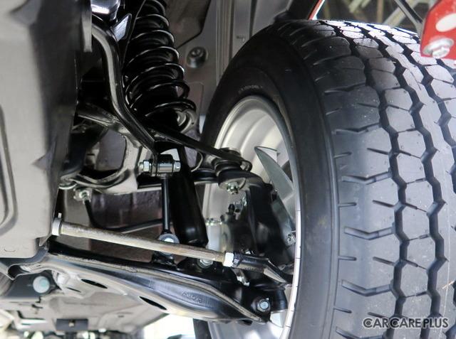 シャシー&サスペンションは、アーム類やダンパー・バネ、ブレーキまわりなど、約300個の部品を新品に交換