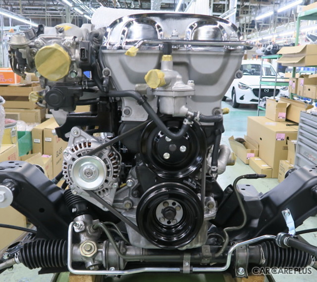 本家マツダのプロフェッショナルなスタッフが、丁寧にエンジンを組み上げている