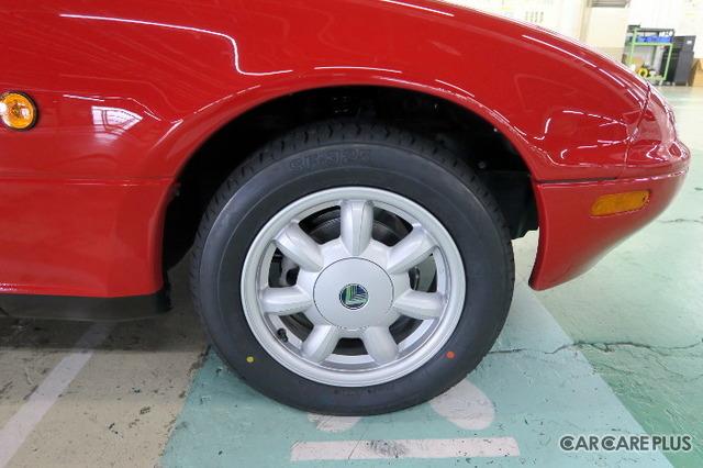 アルミホイール&タイヤは、あえて復刻品をセレクト