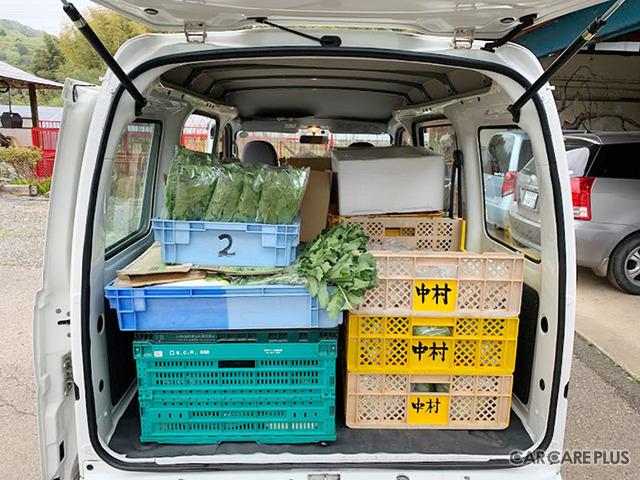 「第一弾 まなご出張マルシェ」で販売された野菜を軽バンに積み込んだところ