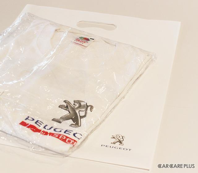 レース優勝者に贈られた、プジョーTシャツ